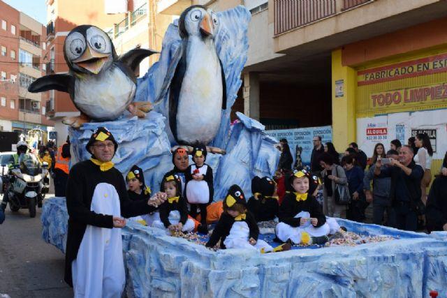La Peña el Tolin gana el primer premio del desfile de carrozas de las fiestas patronales, Foto 2