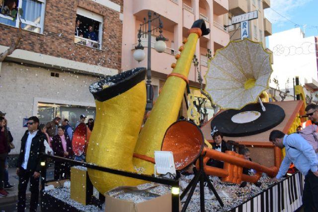La Peña el Tolin gana el primer premio del desfile de carrozas de las fiestas patronales, Foto 4