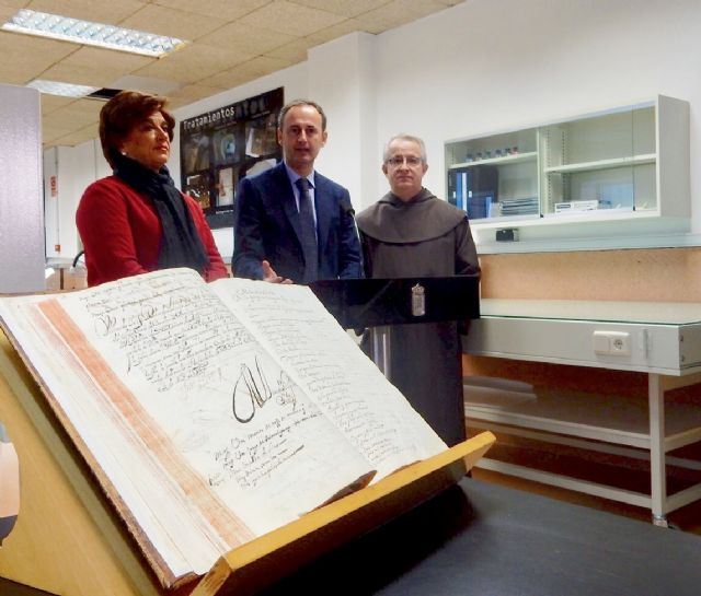 8,874 documents scanned in the framework of the tenth phase of the Crimson Project are delivered to the City Council of Totana: 8,006 19th century capitular records and 868 census, Foto 5