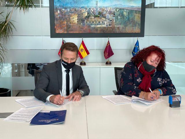 El Ayuntamiento de Torre Pacheco renueva convenio de colaboración con la Asociación de Transporte Universitario del Municipio - 1, Foto 1
