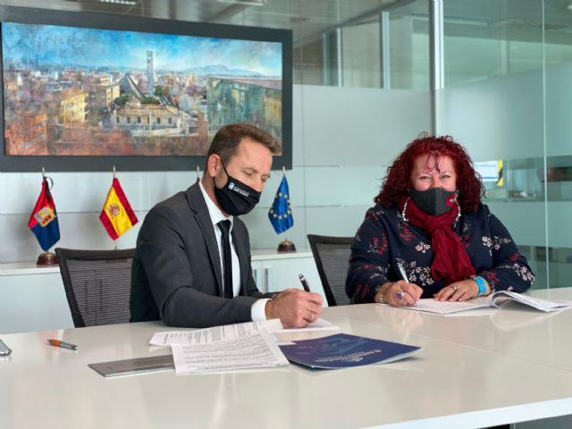 El Ayuntamiento de Torre Pacheco renueva convenio de colaboración con la Asociación de Transporte Universitario del Municipio - 3, Foto 3