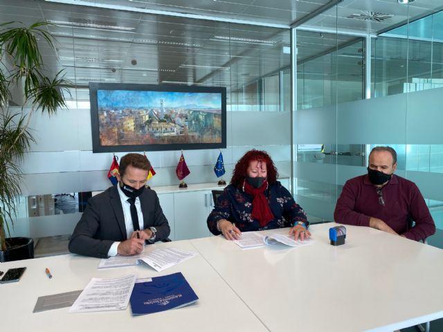 El Ayuntamiento de Torre Pacheco renueva convenio de colaboración con la Asociación de Transporte Universitario del Municipio - 4, Foto 4