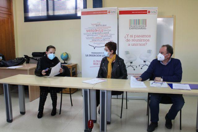 Aguas de Jumilla y Cruz Roja firman un convenio para el desarrollo de itinerarios de inserción personalizados para mayores de 45 años - 2, Foto 2