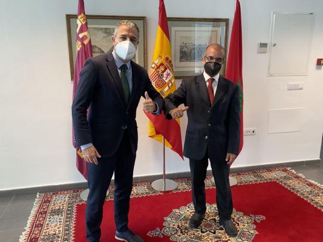 El Cónsul General del Reino de Marruecos en Murcia y PROEXPORT alientan a empresas agrarias y trabajadores marroquíes a cuidar la paz social en la Región de Murcia - 1, Foto 1