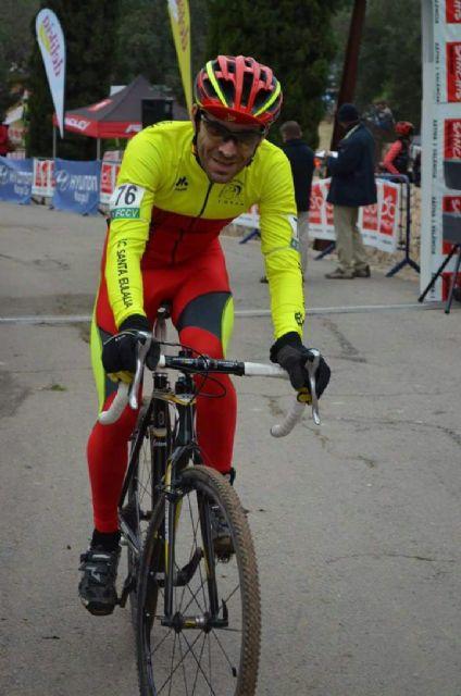 Fernando Cabrera, del CC Santa Eulalia, terminó el año disputando un ciclocros en Xátiva, Foto 1