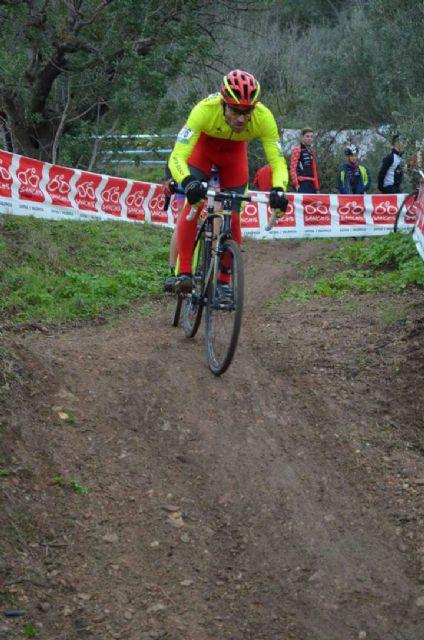 Fernando Cabrera, del CC Santa Eulalia, terminó el año disputando un ciclocros en Xátiva, Foto 2