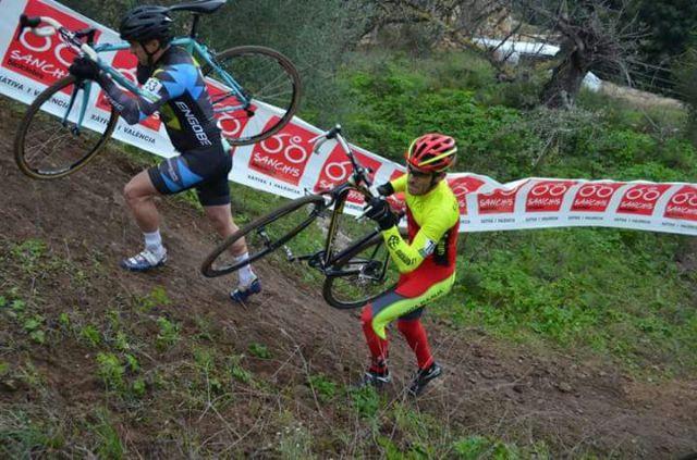 Fernando Cabrera, del CC Santa Eulalia, terminó el año disputando un ciclocros en Xátiva, Foto 3