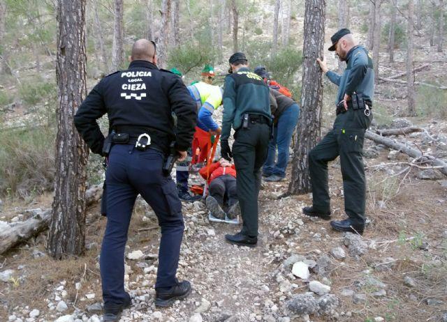 La Guardia Civil rescata a un senderista herido en el pasaje La Atalaya de Cieza - 1, Foto 1