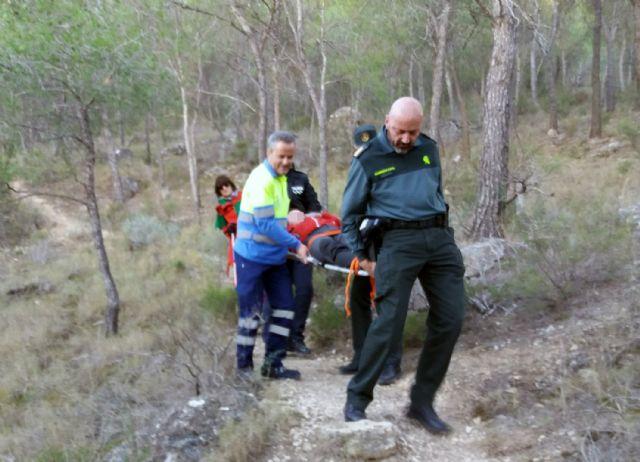 La Guardia Civil rescata a un senderista herido en el pasaje La Atalaya de Cieza - 2, Foto 2