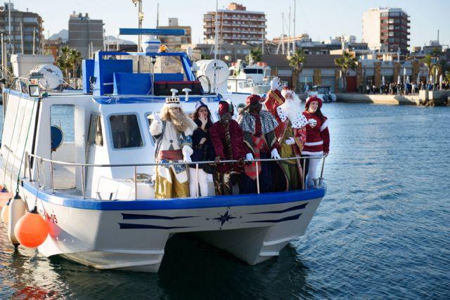 Los Reyes Magos llegan en barco este viernes al muelle pesquero, Foto 1