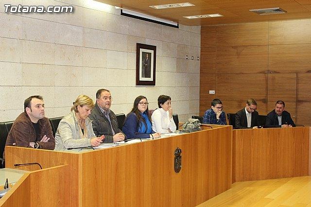 El Ayuntamiento va a estudiar las alegaciones de los vecinos sobre el proyecto de remodelación de la seguridad y el tráfico en la avda. Santa Eulalia, Foto 1