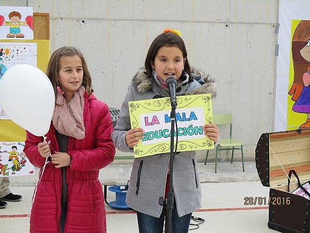 El colegio La Cruz celebró un emotivo acto con motivo del Día Escolar de la No Violencia Y la Paz (DENYP), Foto 1