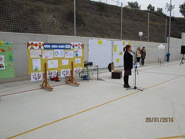 El colegio La Cruz celebró un emotivo acto con motivo del Día Escolar de la No Violencia Y la Paz (DENYP), Foto 3