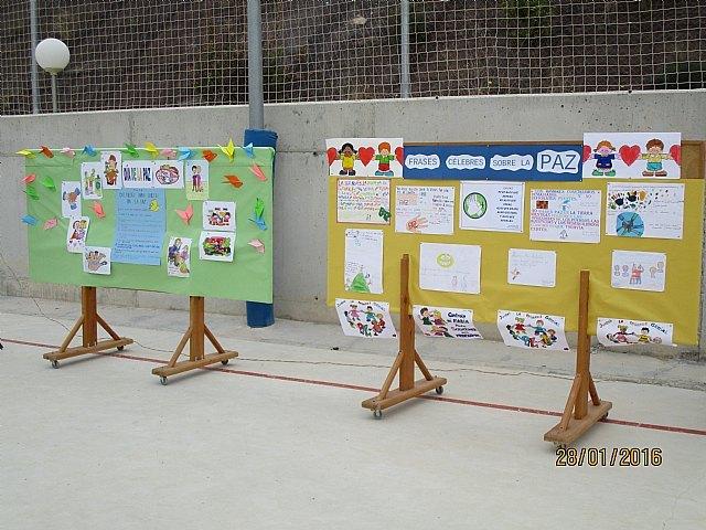 El colegio La Cruz celebró un emotivo acto con motivo del Día Escolar de la No Violencia Y la Paz (DENYP), Foto 4