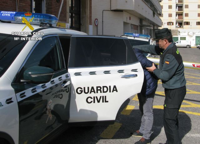 La Guardia Civil detiene a un prófugo de la justicia por delito de violencia de género, Foto 1