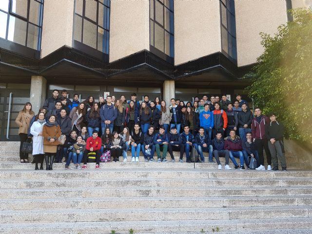 Estudiantes de Secundaria experimentan en los laboratorios de la Facultad de Qu�mica de la UMU, Foto 1