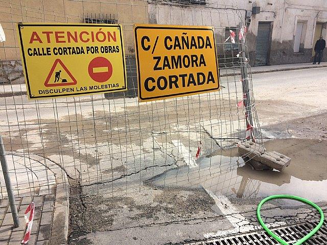 Comienzan las obras de renovación de la red de abastecimiento y saneamiento en un tramo importante de la Cañada Zamora, en su intersección con la calle Santiago, Foto 2