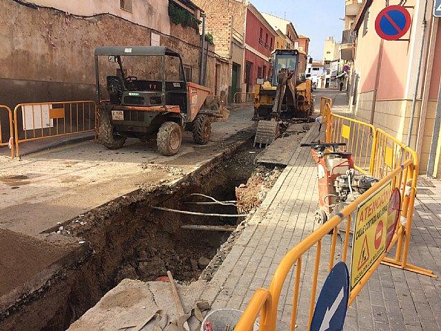Comienzan las obras de renovación de la red de abastecimiento y saneamiento en un tramo importante de la Cañada Zamora, en su intersección con la calle Santiago, Foto 3