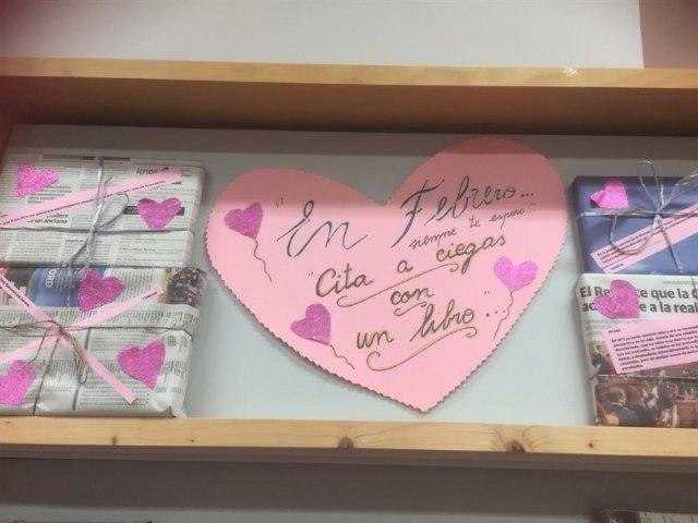 """[La Biblioteca Municipal Mateo García prosigue con su """"Reto lector 2021"""" junto a la campaña """"Cita a Ciegas"""" con un libro"""
