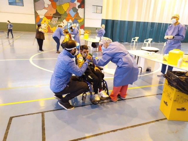 [Usuarios y trabajadores de los Centros de Día para la Discapacidad y Personas Mayores reciben la primera dosis de la vacuna contra el COVID-19