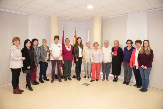 El premio de mujer mazarronera es otorgado al colectivo de ciudadanas extranjeras por su labor social al frente de asociaciones - 1, Foto 1