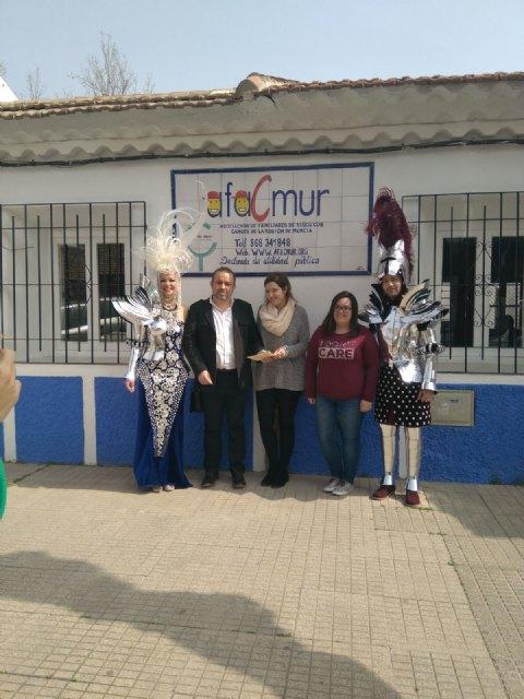 La Federación de Peñas del Carnaval de Totana entrega un donativo de 600 € a Afacmur, Foto 1