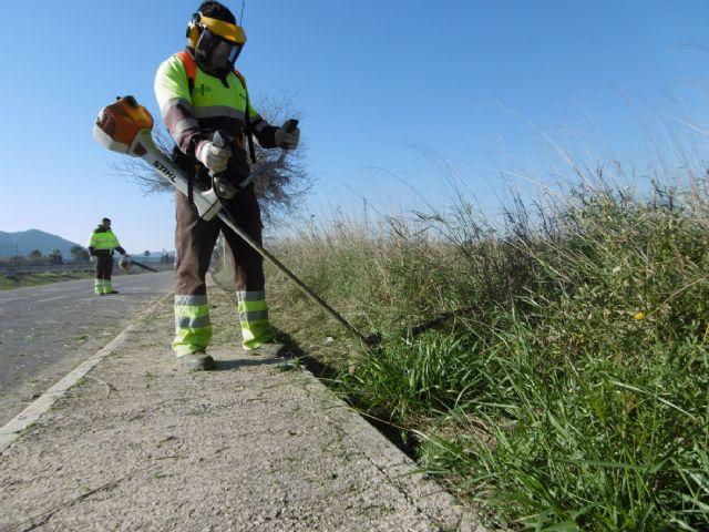 El Ayuntamiento revisa los 26,5 kilómetros del carril bici entre Beniel y la Contraparada - 2, Foto 2