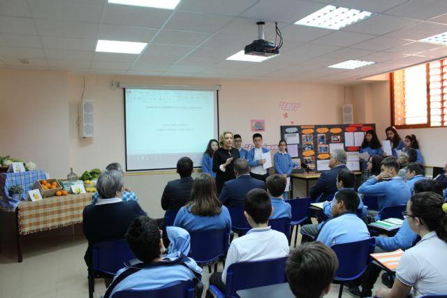 Los alumnos del colegio La Milagrosa presentan a la consejera de Agua, Agricultura y Medio Ambiente su proyecto Tierra y Agua, Foto 1
