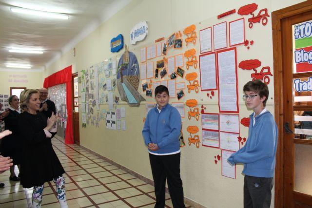 Los alumnos del colegio La Milagrosa presentan a la consejera de Agua, Agricultura y Medio Ambiente su proyecto Tierra y Agua, Foto 2