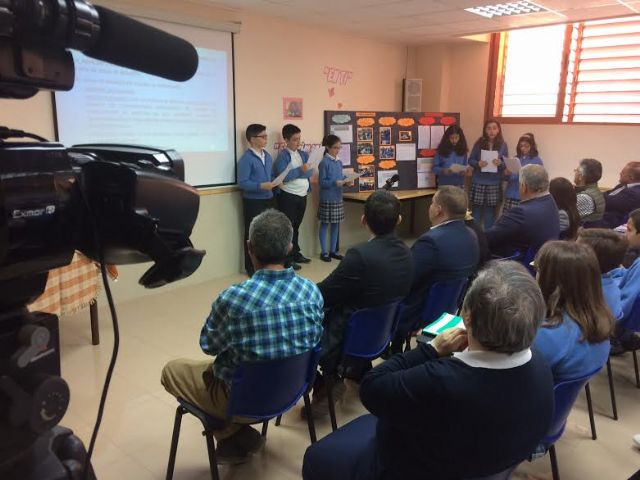 Autoridades regionales y municipales asisten a la presentación del proyecto Tierra y agua, Foto 1