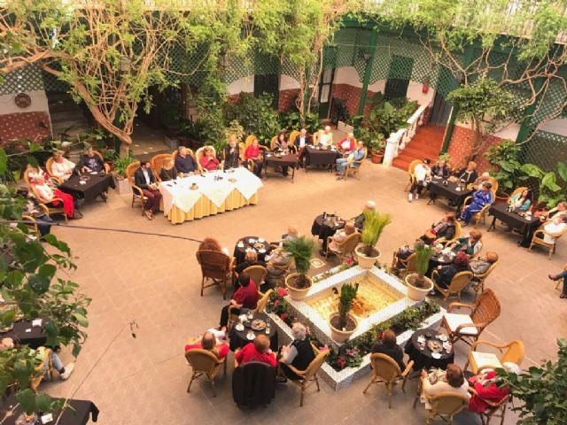 La cabeza de lista del PP al Senado, Violante Tomas, destaca el papel de las mujeres en el progreso de la región, en un encuentro en los Alcázares - 1, Foto 1