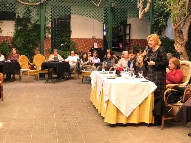La cabeza de lista del PP al Senado, Violante Tomas, destaca el papel de las mujeres en el progreso de la región, en un encuentro en los Alcázares - 2, Foto 2