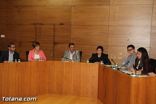 El PSOE defiende el magn�fico trabajo que est� realizando la Concejal de Hacienda, Foto 1
