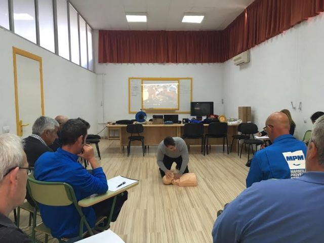 Técnicos de la Concejalía de Deportes aprenden el uso y gestión de los desfibriladores, Foto 2