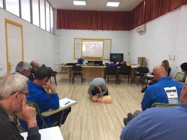 Técnicos de la Concejalía de Deportes aprenden el uso y gestión de los desfibriladores, Foto 3
