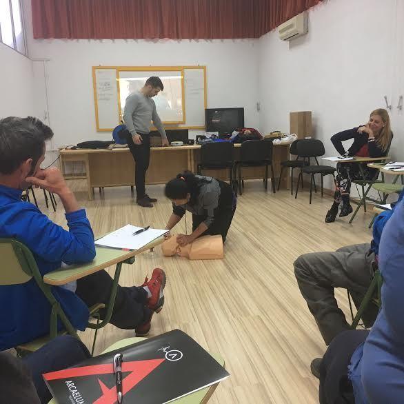 Técnicos de la Concejalía de Deportes aprenden el uso y gestión de los desfibriladores, Foto 7