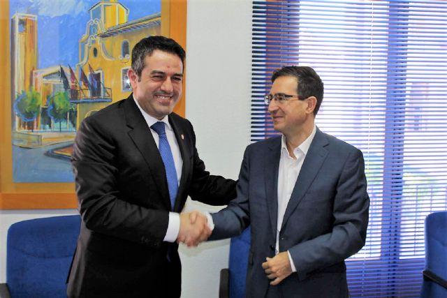 El alcalde de Alcantarilla, Joaquín Buendía y el director de concesiones de HIDROGEA en la Región de Murcia, Javier Ybarra, firman Convenio de Colaboración, a fin de coordinar esfuerzos dirigidos a optimizar la aplicación del Fondo Social de HIDROGEA - 3, Foto 3