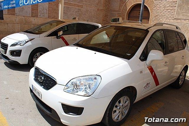 Se coloca la imagen corporativa del Centenario de la Ciudad en 6 taxis y 35 veh�culos municipales para promocionar este evento hist�rico y cultural, Foto 1