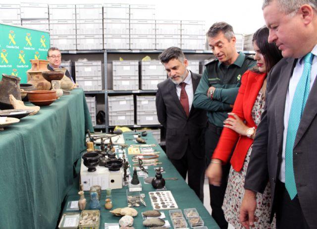 La Guardia Civil recupera cerca de diez mil piezas de valor paleontológico y arqueológico en un domicilio de Murcia, Foto 1