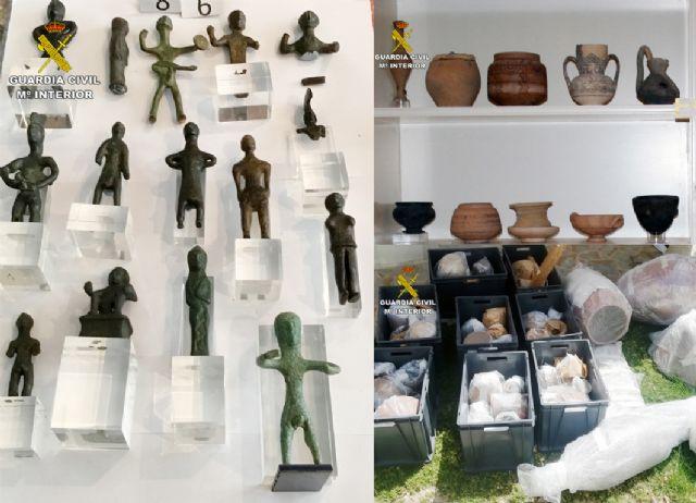 La Guardia Civil recupera cerca de diez mil piezas de valor paleontológico y arqueológico en un domicilio de Murcia, Foto 3