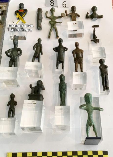 La Guardia Civil recupera cerca de diez mil piezas de valor paleontológico y arqueológico en un domicilio de Murcia, Foto 5