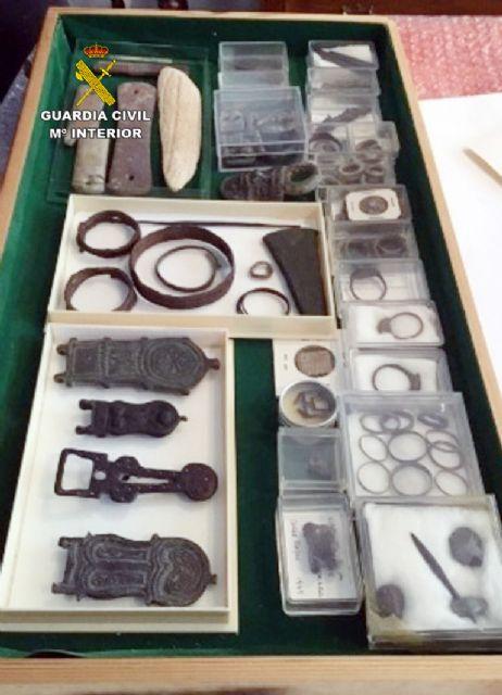 La Guardia Civil recupera cerca de diez mil piezas de valor paleontológico y arqueológico en un domicilio de Murcia, Foto 6