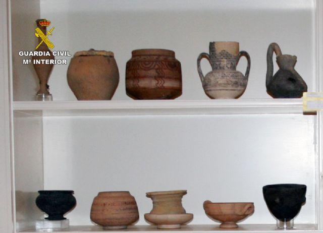 La Guardia Civil recupera cerca de diez mil piezas de valor paleontológico y arqueológico en un domicilio de Murcia, Foto 8