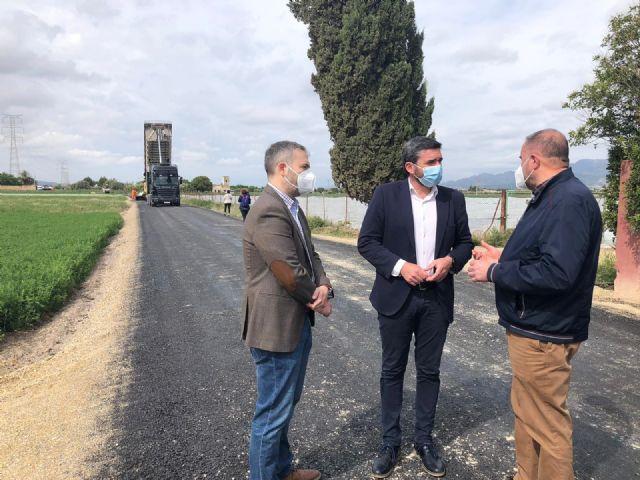 [La Comunidad invierte 213.000 euros en reparar dos caminos rurales del municipio de Totana