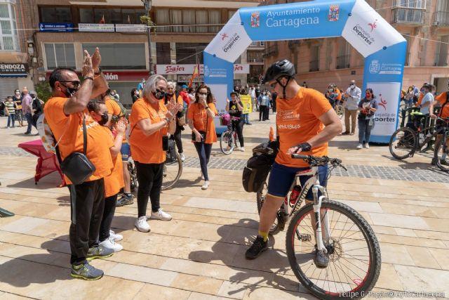 Juancho llega a Cartagena tras recorrer 400 kilómetros en bici por la leucemia - 1, Foto 1