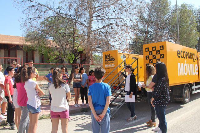 Jóvenes lumbrerenses conocen el funcionamiento del Ecoparque Móvil y aprenden a reciclar correctamente - 1, Foto 1