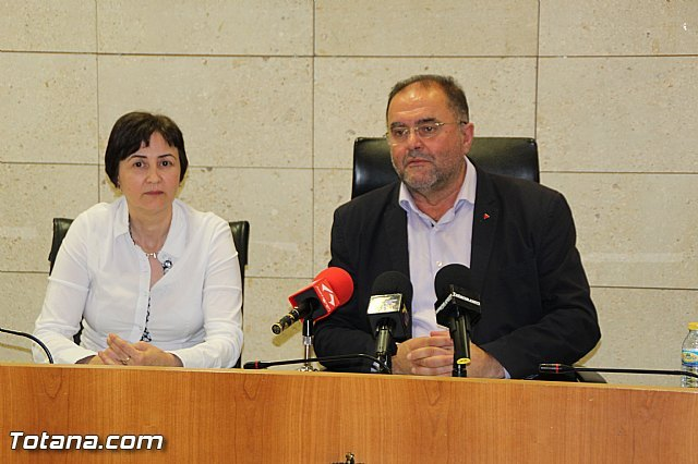 Rueda de prensa del Alcalde de Totana y la Concejala de Hacienda, Foto 1