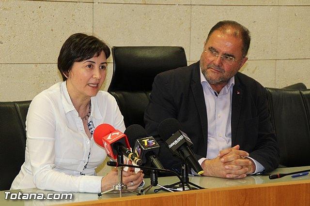 Rueda de prensa del Alcalde de Totana y la Concejala de Hacienda, Foto 2
