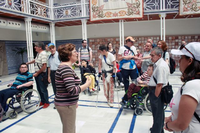 Los Centros de día para la Discapacidad de Totana realizan una visita guiada a la sede de la Asamblea Regional en Cartagena, Foto 1