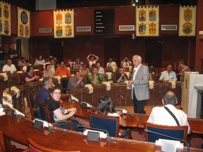 Los Centros de día para la Discapacidad de Totana realizan una visita guiada a la sede de la Asamblea Regional en Cartagena, Foto 2
